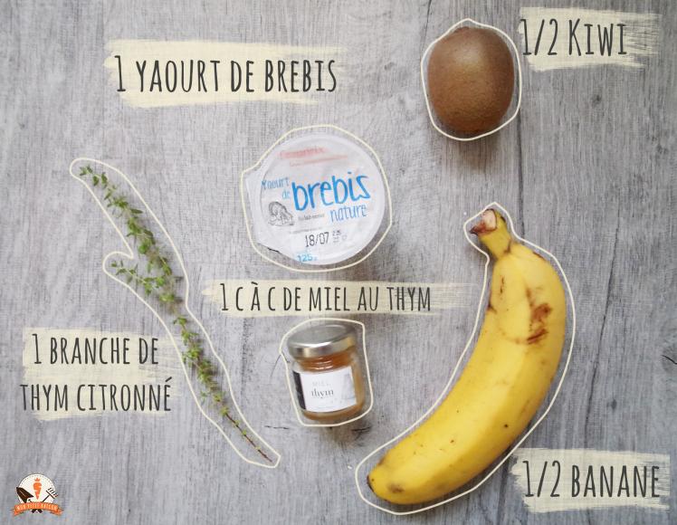 1 yaourt de brebis, 1/2 kiwi, 1/2 banane, 1 branche de thym et 1 cuillère à café de miel au thym